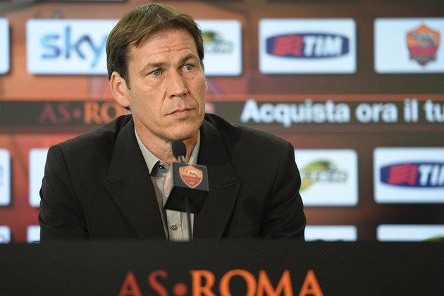 Pjanic fuori quasi un mese, come sarà sostituito? Le idee della Roma: occhio a Totti