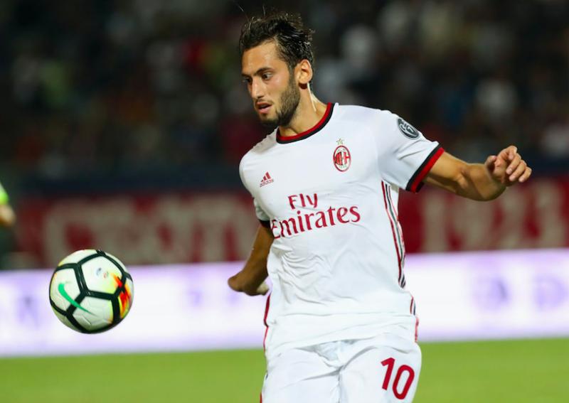 FORMAZIONI UFFICIALI – Cagliari-Milan: gioca Calhanoglu, tornano Cragno e Sau