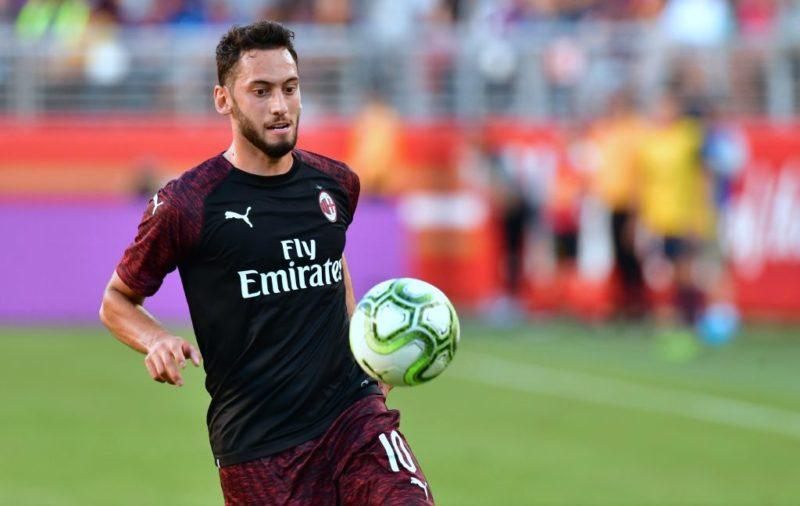 """Milan, la Gazzetta: """"Calhanoglu bocciato, andrà in ghiacciaia con Paquetà"""""""