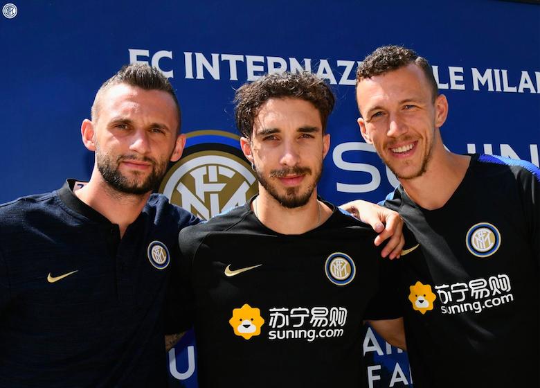 """FOTO – L'Inter chiama Modric: """"Appiano Gentile, Croazia"""". E i tifosi si scatenano"""