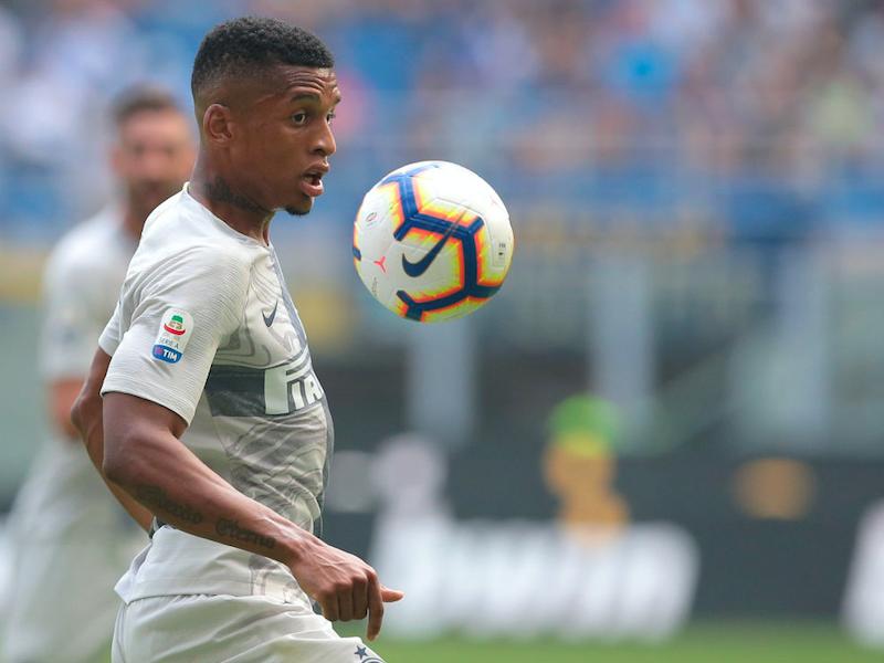 """Sky: """"La Fiorentina ha chiesto Dalbert: c'è l'idea di uno scambio con l'Inter"""""""