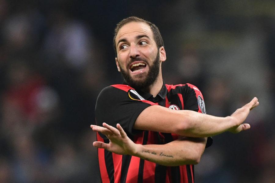 """Caso Higuain, il Corriere: """"Vuole andare a Londra, flirta con Sarri: rottura con il Milan"""""""
