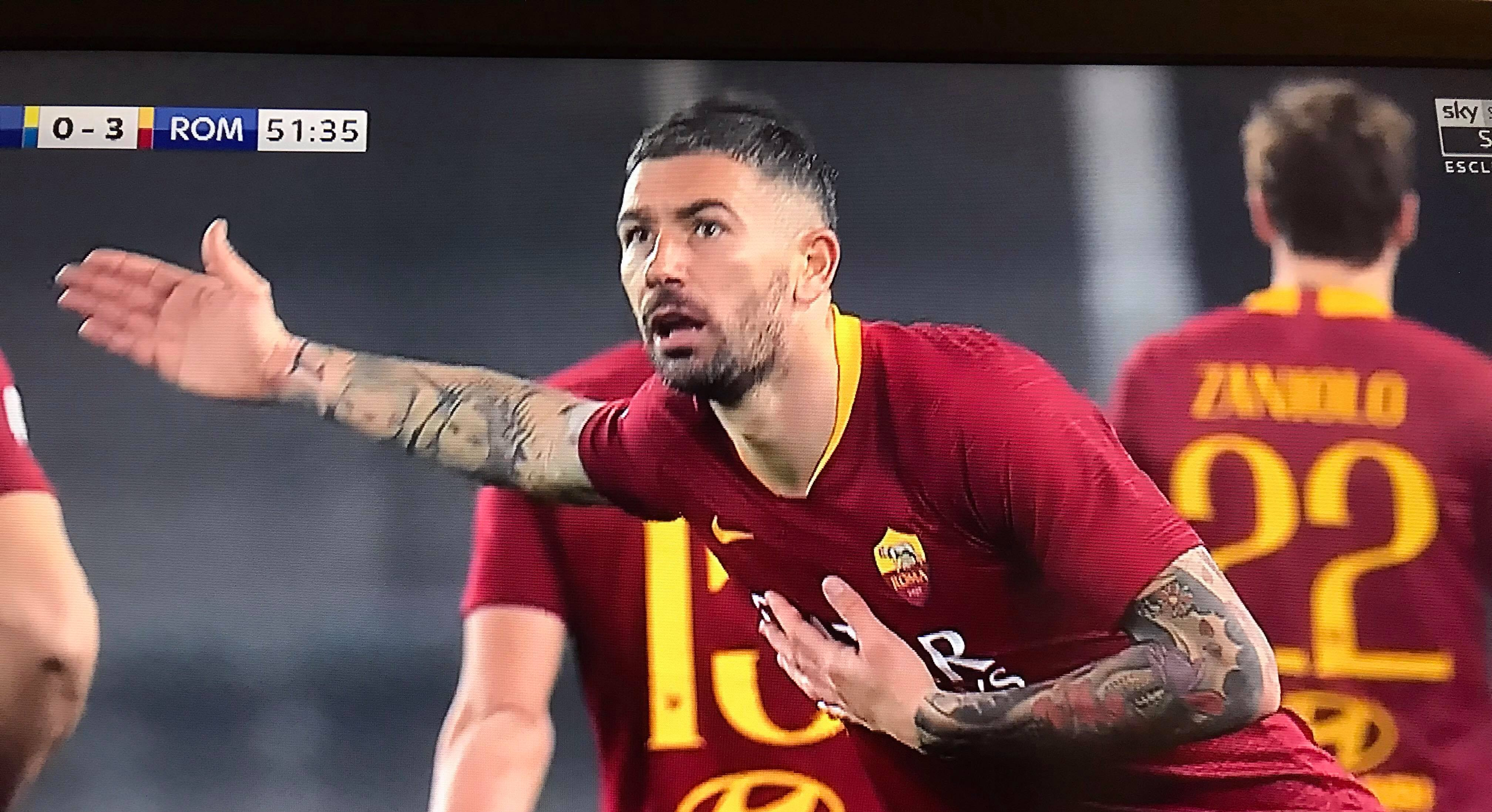 📸 FOTO – Kolarov e quel gesto ai tifosi dopo il gol: cosa c'è dietro l'esultanza