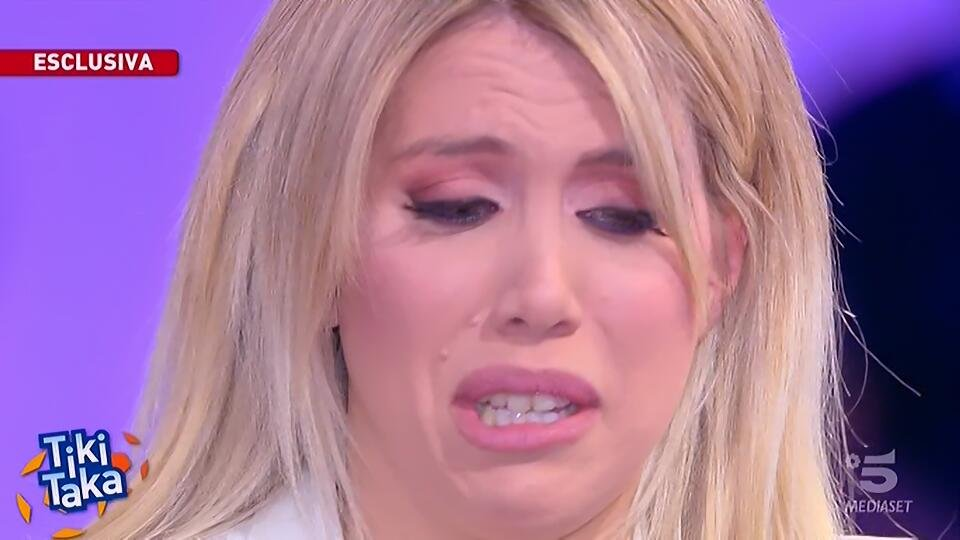 """Wanda piange: """"Tolto una gamba a Icardi, sta male! Vuole solo l'Inter e tornare a giocare: non chiederà…"""""""