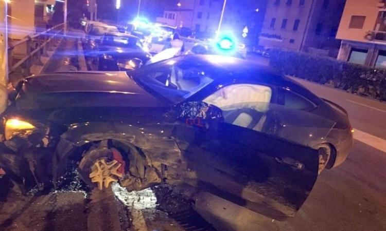 📸 FOTO – Follia Defrel nella notte: ubriaco al volante, scappa dalla polizia e si schianta