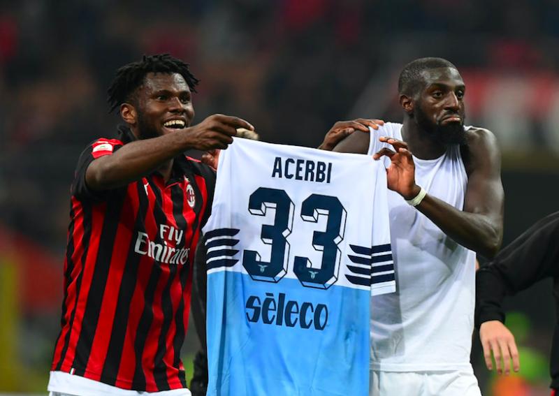 VIDEO – Kessié e Bakayoko contro Acerbi: sfottò con la maglia, il difensore si infuria!