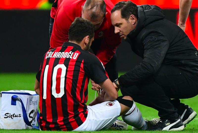 Infortunio Calhanoglu: cosa filtra dal Milan verso il match contro la Fiorentina