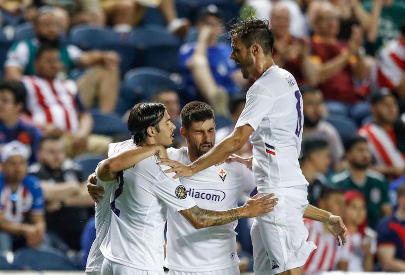 Fiorentina, gli indizi dal 2-1 al Chivas: Dragowski para un rigore, Simeone c'è, ansia Benassi