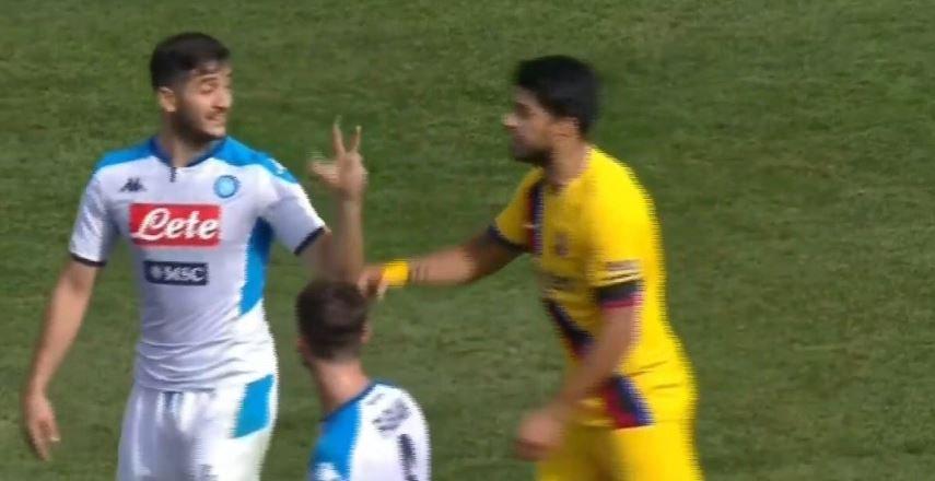 FOTO – Manolas provocato da Luis Suarez: gli risponde col «tre» di Roma-Barça!