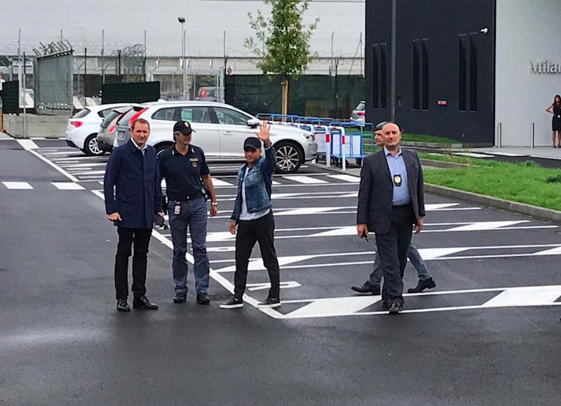 VIDEO – È atterrato Alexis Sanchez: questa l'accoglienza dei tifosi dell'Inter