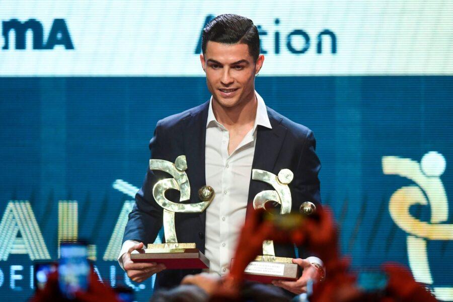 """Ronaldo: """"Voglio ripetermi al top"""". Ma aspetta in macchina finché riceve il premio!"""