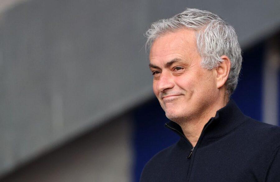 """Mourinho vuole un attaccante: """"Trovatemi una punta egoista da 30 gol e la porto a Roma"""""""