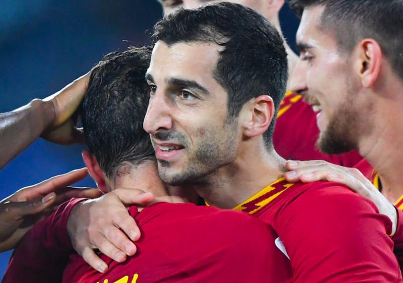 Roma, la formazione anti-Napoli: Santon, Perez, tornano Mancini e Dzeko