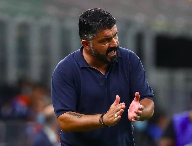 Pioggia incessante al San Paolo, ma la gara non è a rischio: Napoli-Genoa si gioca