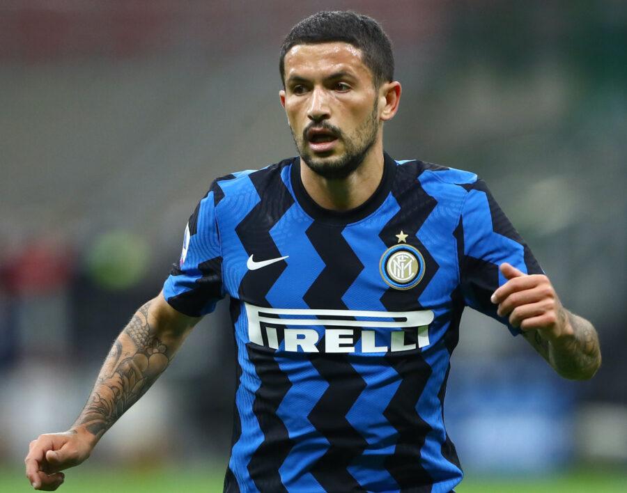 Inter, nuovo stop per Sensi: è in dubbio per il derby. Le ultime su Vidal