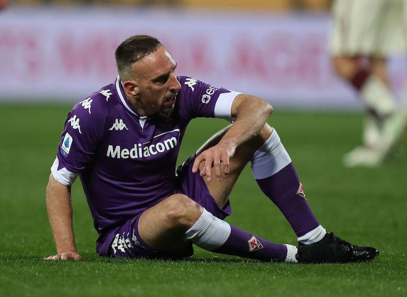 Ribery, la moglie allarma con una foto: gamba fasciata, così Franck si è dovuto arrendere