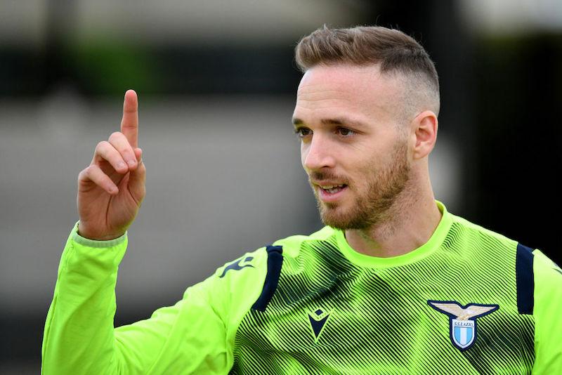 Infortunio Lazzari, salta la Juve e non solo: cosa filtra dalla Lazio sui tempi di recupero