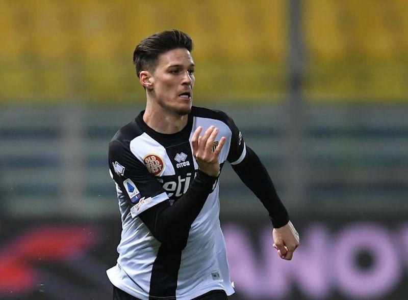 Parma, si ferma anche Man: infortunio al flessore e cambio immediato