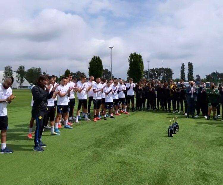 🎥 VIDEO – L'Inter festeggia lo Scudetto ad Appiano: Conte è scatenato