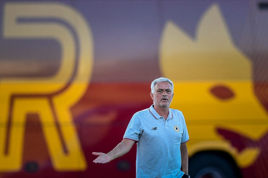 Roma, le prove di Mourinho e lo 0-0 con il Siviglia: nuovo ruolo per Mkhitaryan
