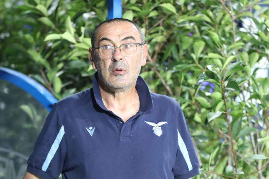 """Sarri: """"Luis Alberto fuori? Vi spiego cosa c'è dietro! Pedro vi stupirà, Lazzari con la sigaretta"""""""
