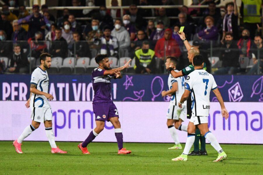 Gonzalez a rischio stangata dopo il rosso: proteste e applausi all'arbitro in Fiorentina-Inter